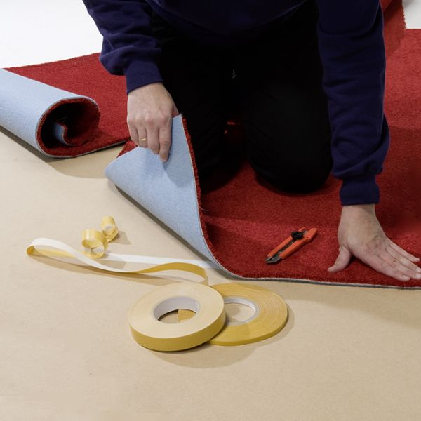 Dobbeltklæbende tape, »messetape«, 50 mm x 25 m